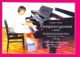 Child playing the piano - Volume 1.