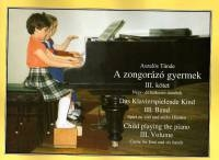 Child playing the piano - Volume 3.